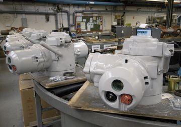 System-E発泡性耐火塗装を施したIzmit製油所へ輸送途中のIQアクチュエータ。
